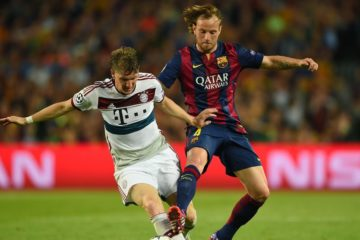 BARCELONA, SPAIN - MAY 06:  Bastian Schweinsteiger of Bayern Muenchen is challenged by Ivan Rakitic of Barcelona during the UEFA Champions League Semi Final, first leg match between FC Barcelona and FC Bayern Muenchen at Camp Nou on May 6, 2015 in Barcelona, Spain.  (Photo by Shaun Botterill/Getty Images)