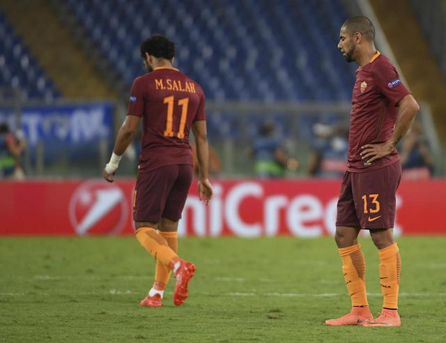 Roma's Mohamed Salah and Bruno Peres show their dejection after the goal scored by Porto's Miguel Layun during the UEFA Champions League Play Off second leg soccer match AS Roma vs FC Porto at Olimpico stadium in Rome, Italy, 23 August 2016. ANSA/MAURIZIO BRAMBATTI