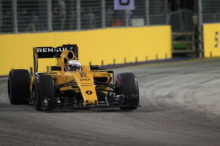 A distanza di quattro mesi e mezzo dalla prima volta, la Renault, ancora con Magnussen, ritorna in zona punti (foto da: thecheckeredflag.co.uk)
