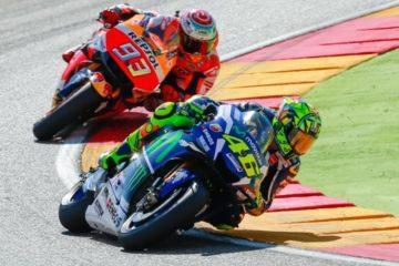Una fase della gara di domenica, con Rossi davanti a Marquez (foto da: indonesiaautosblog.com)
