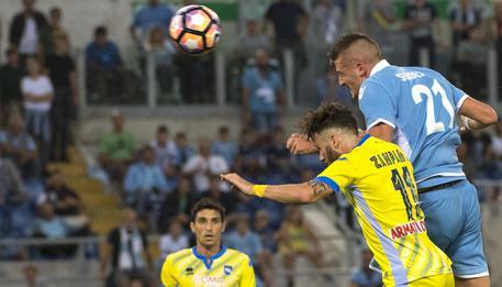 Lazios Sergej Milinkovic-Savic scores the 1-0 goal during Italian Serie A soccer match ss Lazio vs Delfino Pescara 1936 at Olimpico Stadium in Rome, 17 September 2016. ANSA/CLAUDIO PERI