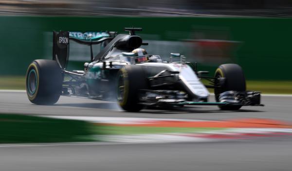 Lewis Hamilton, impegnato in un bloccaggio durante la gara di ieri (foto da: formula1.autobild.es)