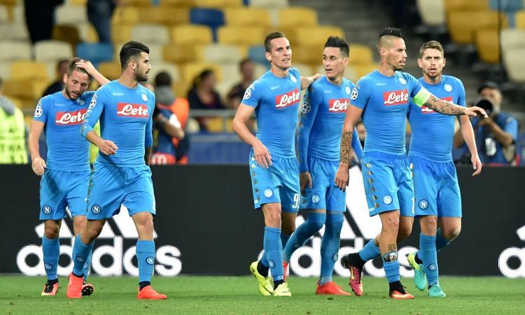 Il Napoli festeggia la doppietta di Milik (Fonte: calciomercato.com)