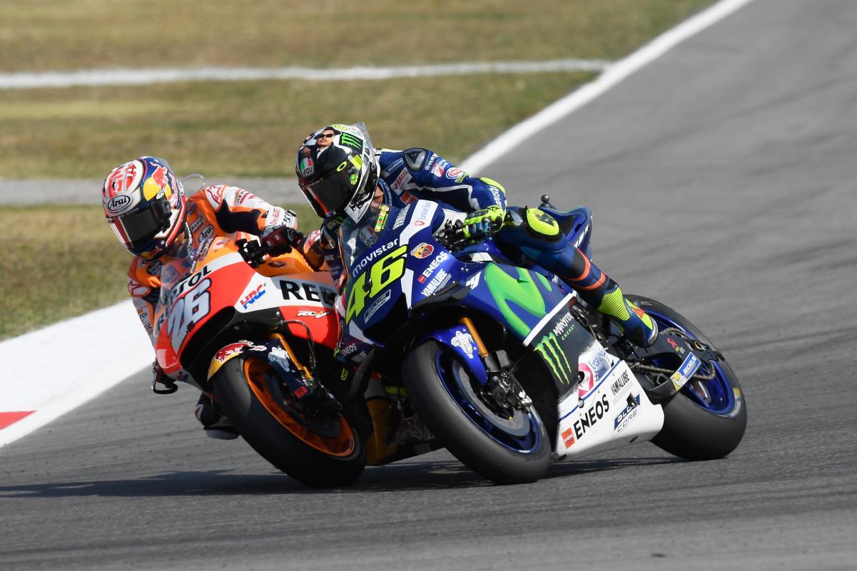 Il sorpasso decisivo: Pedrosa attacca in maniera dura Rossi e s'invola verso la vittoria (foto da. extraconfidencial.com)