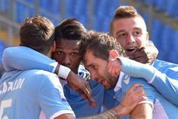 Keita Balde festeggia il gol con i compagni - Fonte: gazzrtta dello sport