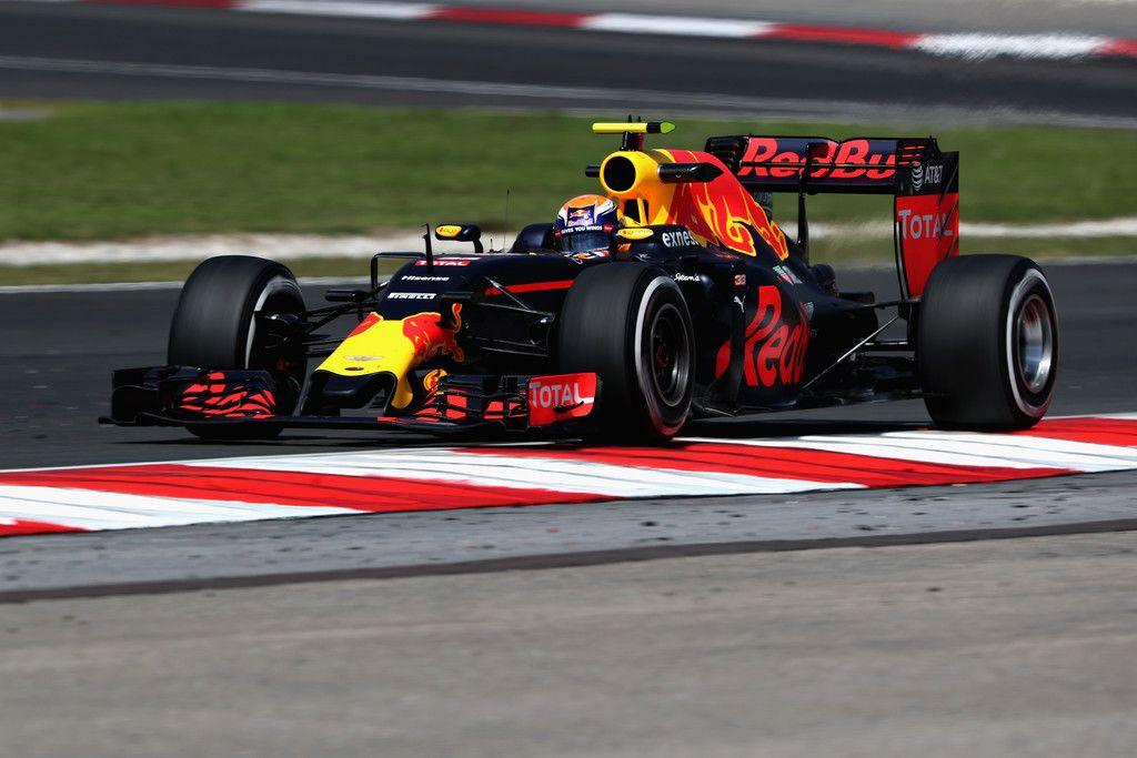 Dopo aver compiuto 19 anni nella giornata di ieri, Verstappen ottiene il 3° posto nelle qualifiche della Malesia (foto da: zimbio.com)