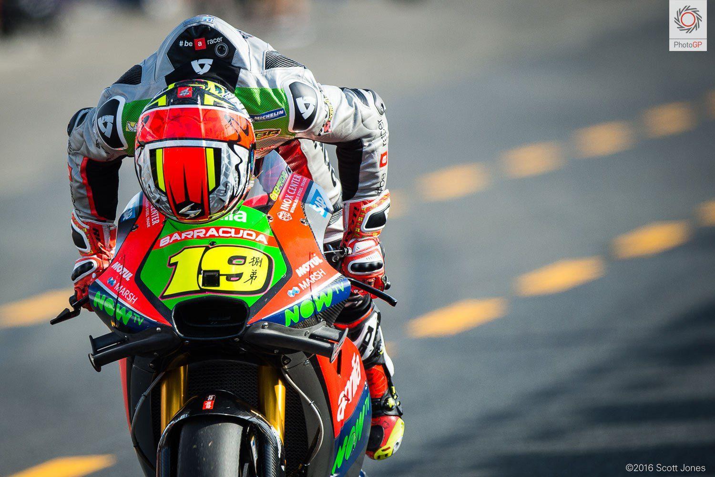 Alvaro Bautista sulla sua Aprilia RS-GP. Lo spagnolo ha concluso la gara di Motegi con un buonissimo 7° posto (foto da: asphaltandrubber.com)