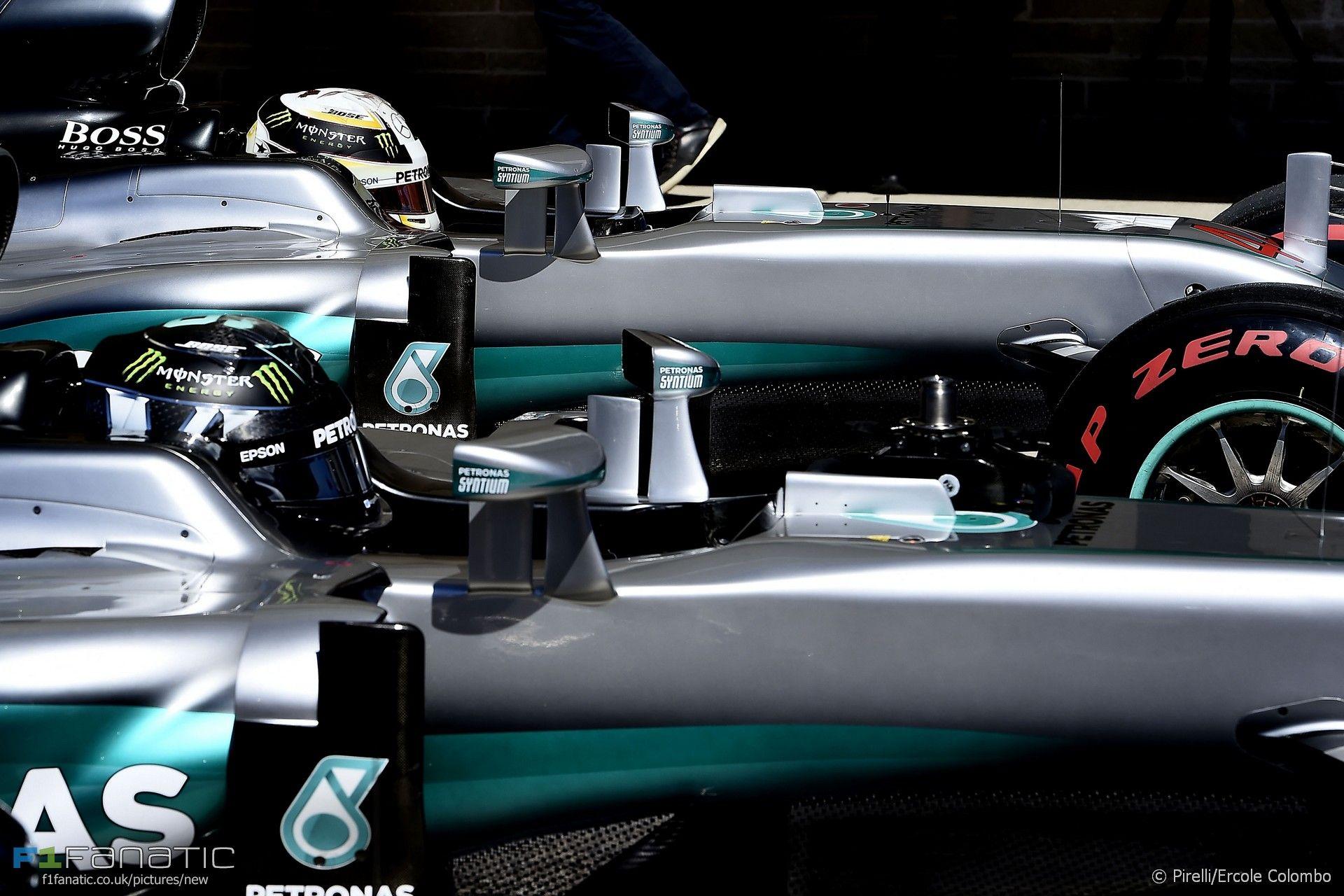Hamilton e Rosberg, uno di fianco all'altro, ad Austin (foto da: f1fanatic.co.uk/STUDIO COLOMBO)