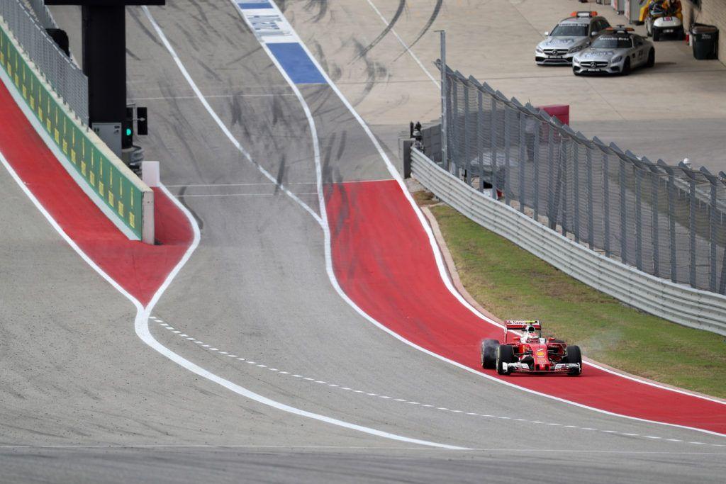 La Ferrari di Kimi Raikkonen, mestamente ferma in uscita dai box (foto da: formula1grandprix.motorionline.com)