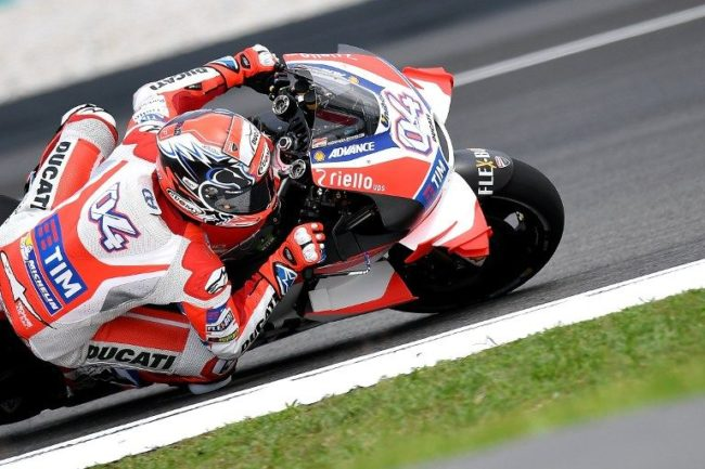 Ducati Team's Italian rider Andrea Dovizioso powers his bike during the first practice session of the 2016 Malaysian MotoGP at the Sepang International circuit on October 28, 2016. / AFP PHOTO / MANAN VATSYAYANA