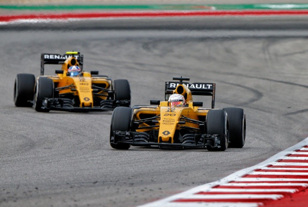 20 MAGNUSSEN Kevin (dnk) Renault RS16 action, 30 PALMER Jolyon (gbr) during the 2016 Formula One World Championship, United States of America Grand Prix from october 21 to 23 in Austin, Texas, USA - Photo Frederic Le Floch / DPPI.