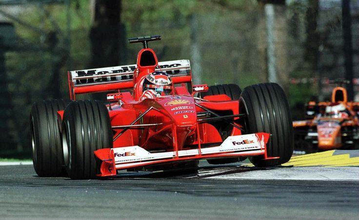 Michael Schumacher affronta la Variante Alta, durante il vittorioso GP di San Marino 2000 (foto da: pinterest.com)