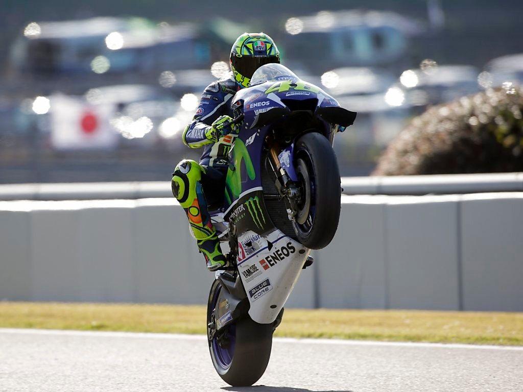 La gioia di Valentino Rossi che, a Motegi, ha conquistato la 64° pole della sua carriera (foto da: bluewin.ch)