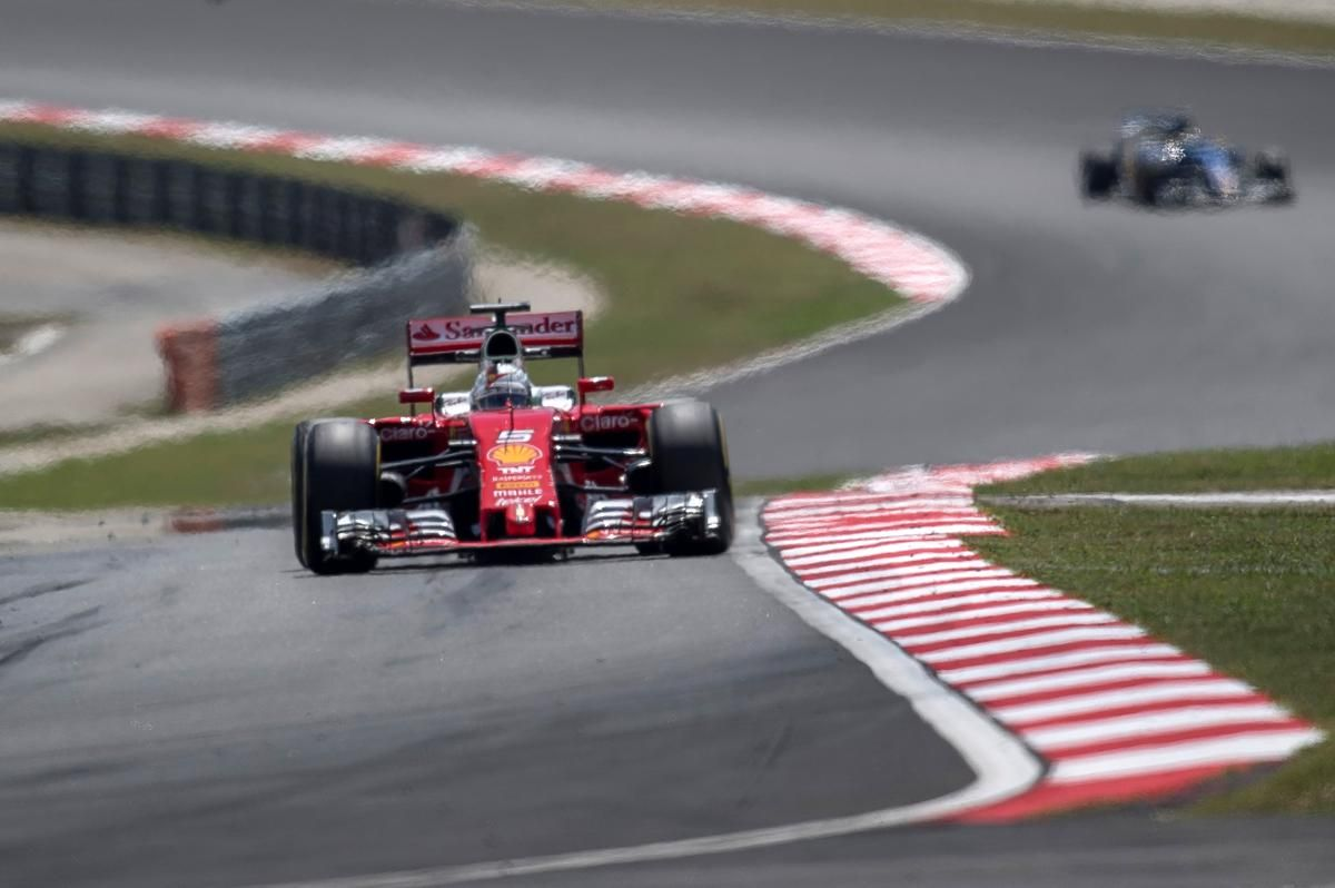 Qualifiche con pochi sorrisi in casa Ferrari: Vettel (in foto) e Raikkonen partiranno l'uno vicino all'altro in terza fila (foto da. lance.com.br)