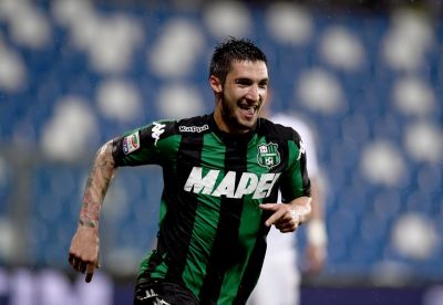REGGIO NELL'EMILIA, ITALY - MAY 14:  Matteo Politano of US Sassuolo Calcio celebrates after scoring the opening goal  during the Serie A match between US Sassuolo Calcio and FC Internazionale Milano at Mapei Stadium - Citta del Tricolore on May 14, 2016 in Reggio nell'Emilia, Italy  (Photo by Claudio Villa - Inter/Inter via Getty Images)