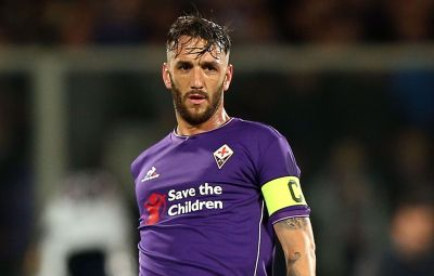FLORENCE, ITALY - APRIL 24: Gonzalo Rodriguez of ACF Fiorentina in action during the Serie A match between ACF Fiorentina and Juventus FC at Stadio Artemio Franchi on April 24, 2016 in Florence, Italy.  (Photo by Gabriele Maltinti/Getty Images)