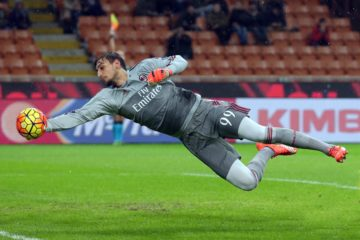 Ac Milan's goalkeeper Gianluigi Donnarumma jumps for the ball during the Italian Serie A soccer match between AC Milan and Chievo Verona at Giuseppe Meazza stadium in Milan, 28 october 2015.  ANSA / MATTEO BAZZI