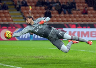 Ac Milan's goalkeeper Gianluigi Donnarumma jumps for the ball during the Italian Serie A soccer match between AC Milan and Chievo Verona at Giuseppe Meazza stadium in Milan, 28 october 2015.  ANSA / MATTEO BAZZI