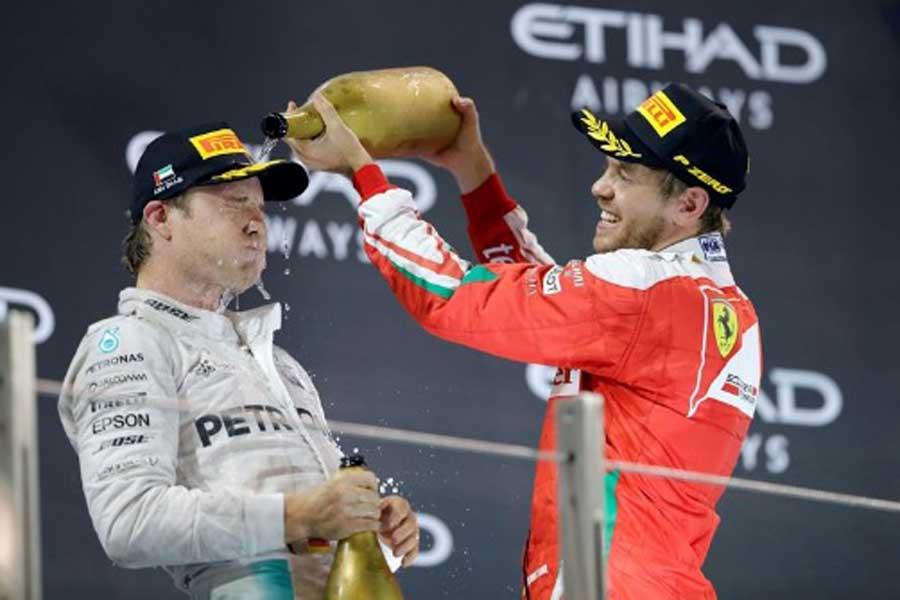 Nico Rosberg e Sebastian Vettel, sul podio di Yas Marina (foto da: oronoticias.com.mx)