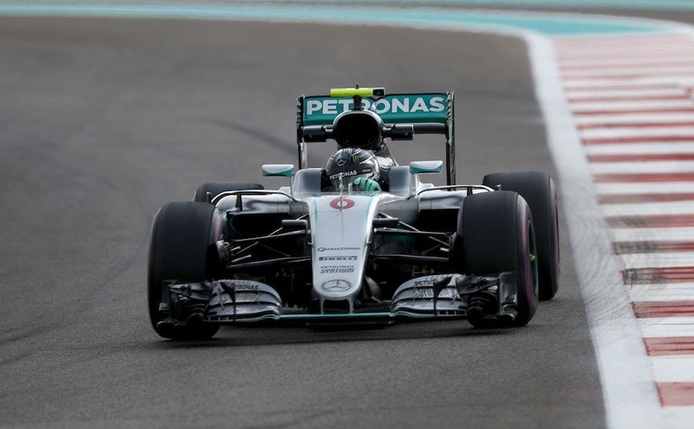 Per il momento, Nico Rosberg segue da vicino Hamilton. Dovrà stare attento alle Red Bull (foto da: ara.cat)