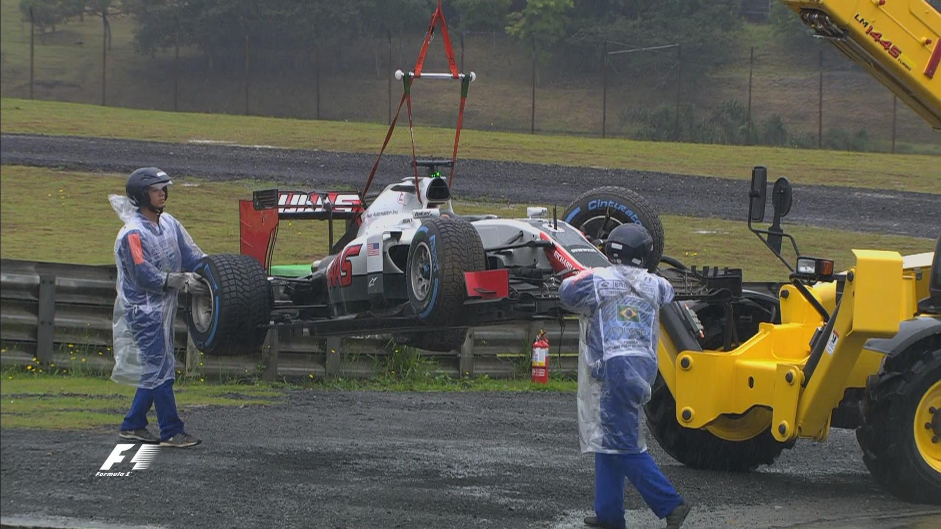 La Haas di Grosjean, rimossa dopo l'incidente avvenuto mentre il francese si recava in griglia per schierarsi (foto da: portalrace.com.br)