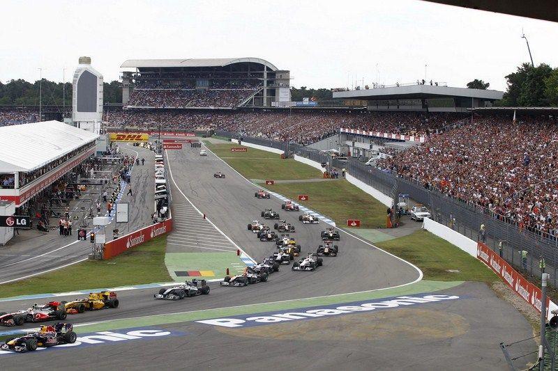 Lo start dell'edizione 2010 del Gran Premio di Germania, con la zona del traguardo di Hockenheim (foto da: expertpilot.com)