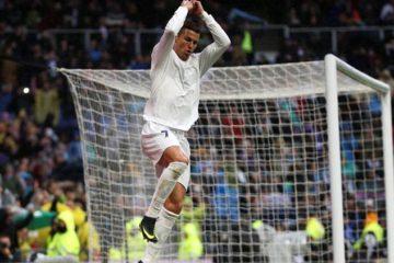 Football Socer - Real Madrid v Sporting Gijon - Spanish La Liga Santander - Santiago Bernabeu Stadium, Madrid, Spain - 26/11/16. Real Madrid's Cristiano Ronaldo celebrates. REUTERS/Susana Vera