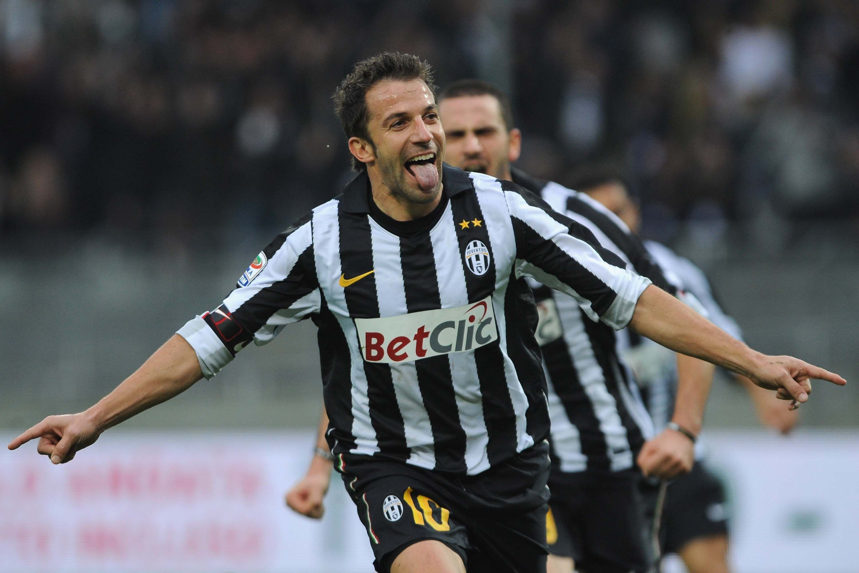 TURIN, ITALY - NOVEMBER 07:  Alessandro Del Piero of Juventus FC celebrates his goal during the Serie A match between Juventus FC and AC Cesena at Olimpico Stadium on November 7, 2010 in Turin, Italy.  (Photo by Valerio Pennicino/Getty Images)
