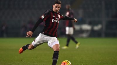 TURIN, ITALY - JANUARY 26:  Mattia De Sciglio of AC Milan in action during the TIM Cup match between US Alessandria and AC Milan at Olimpico Stadium on January 26, 2016 in Turin, Italy.  (Photo by Valerio Pennicino/Getty Images)