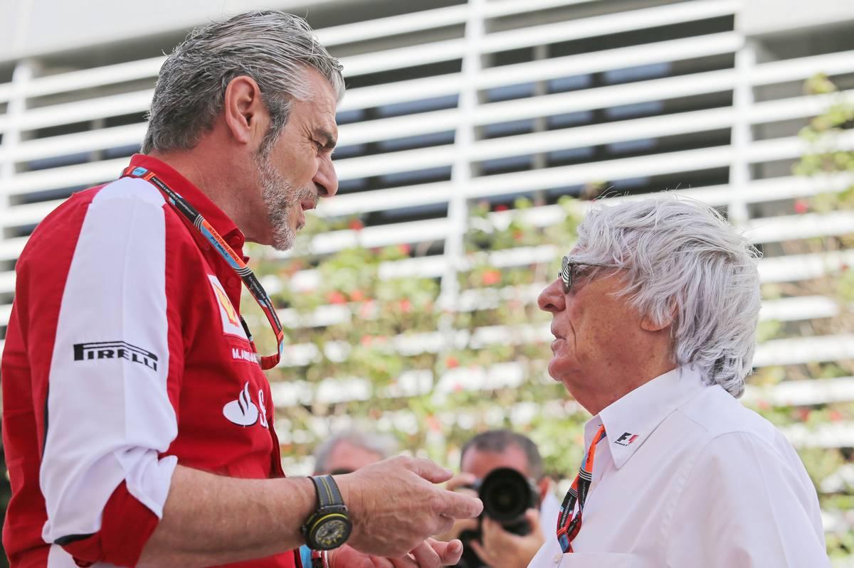 Bernie Ecclestone a colloquio con Maurizio Arrivabene (foto da: m4sport.hu)
