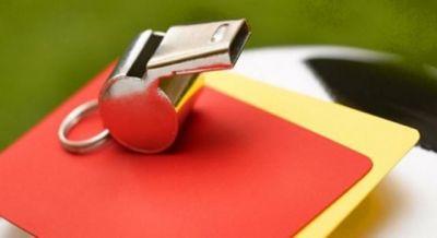 fischietto-e-cartellini-di-un-arbitro