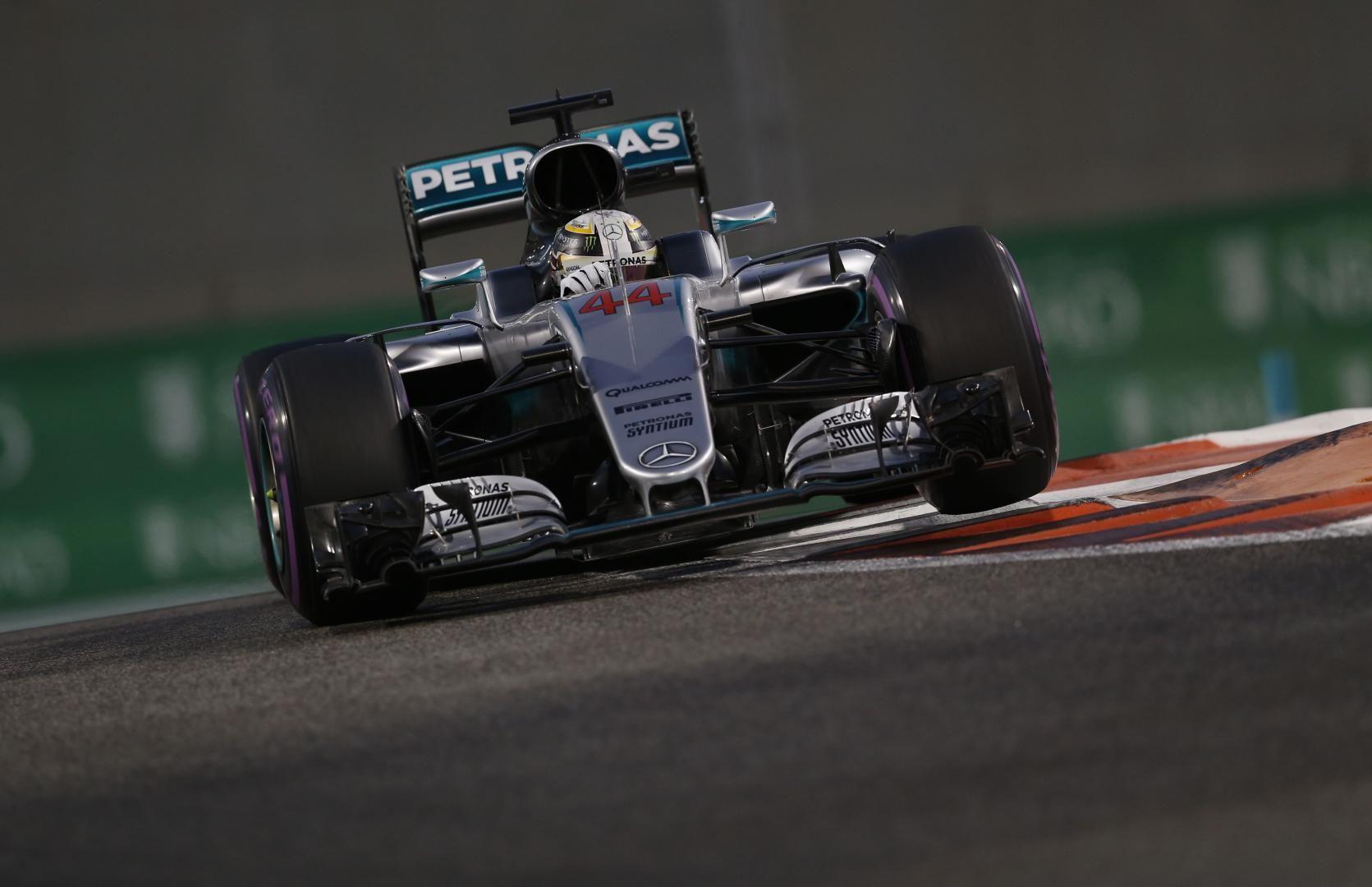 Lewis Hamilton, alla 61° pole stagionale in carriera (foto da: topgear.nl)