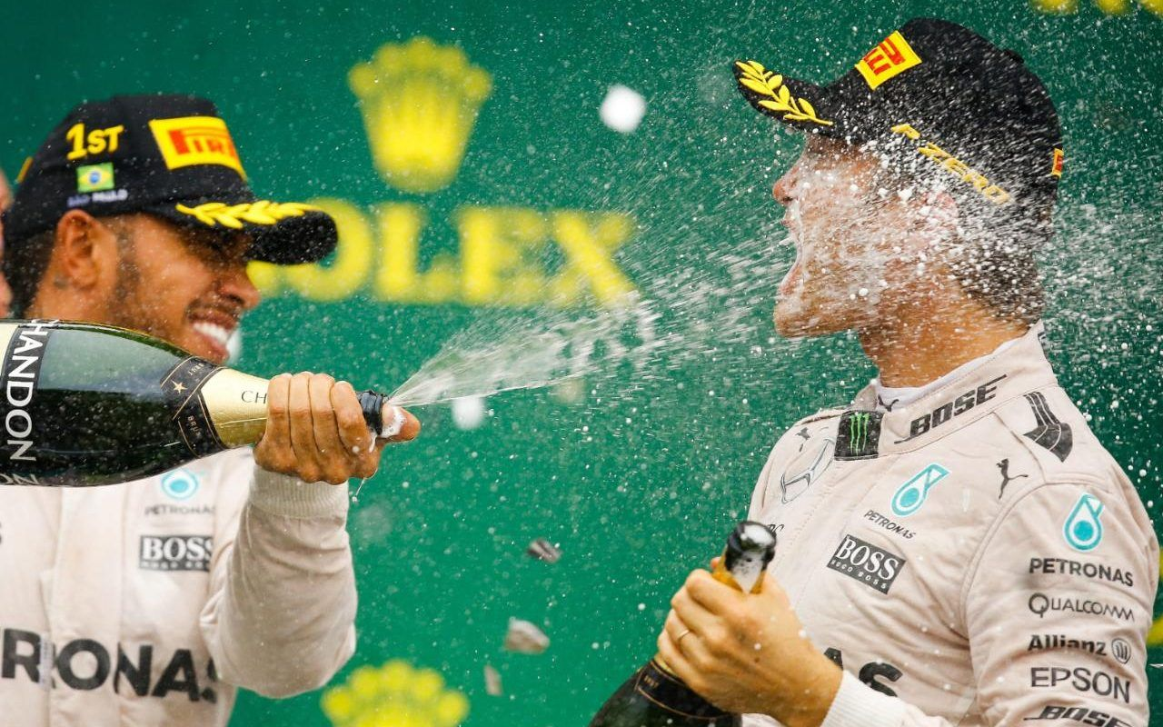 Hamilton e Rosberg sul podio di Interlagos (foto da: telegraph.co.uk)