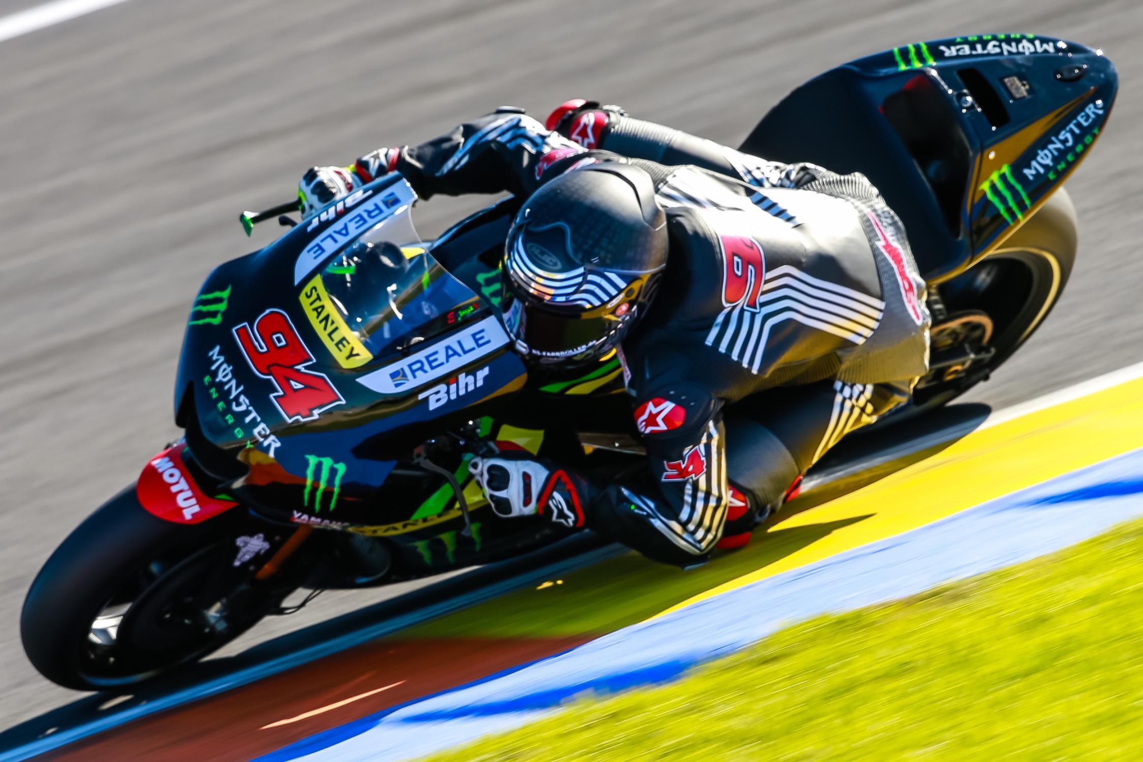 Jonas Folger, con la Yamaha del team Tech 3 durante i testi del Ricardo Tormo (foto da: autonewsinfo.com)