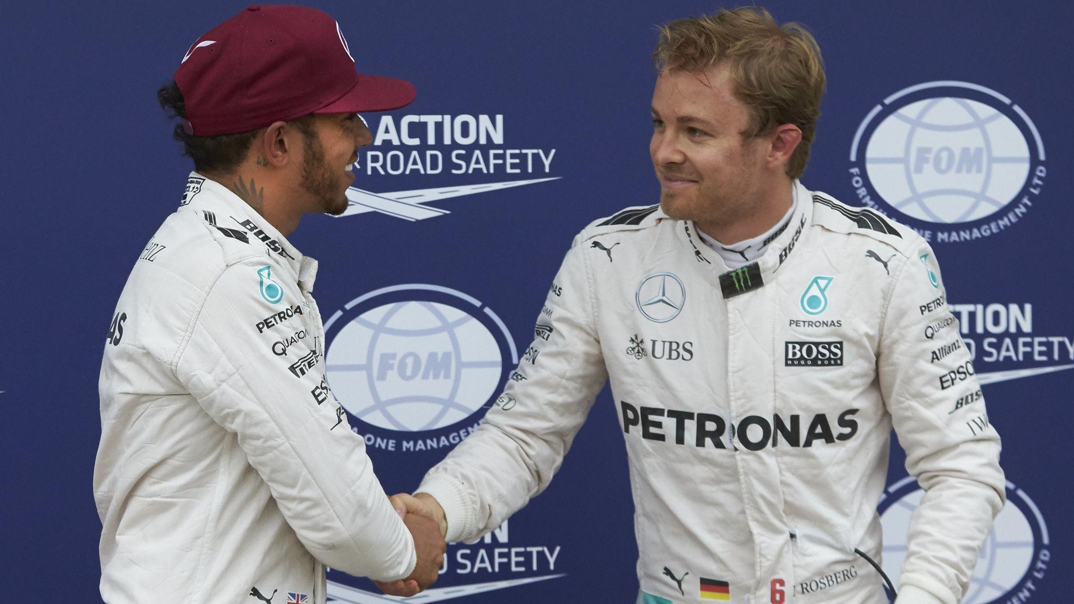 Una stretta di mano tra Nico e Lewis. In caso di duello ravvicinato, domenica, come andrà? (foto da: nesnfuel.com)