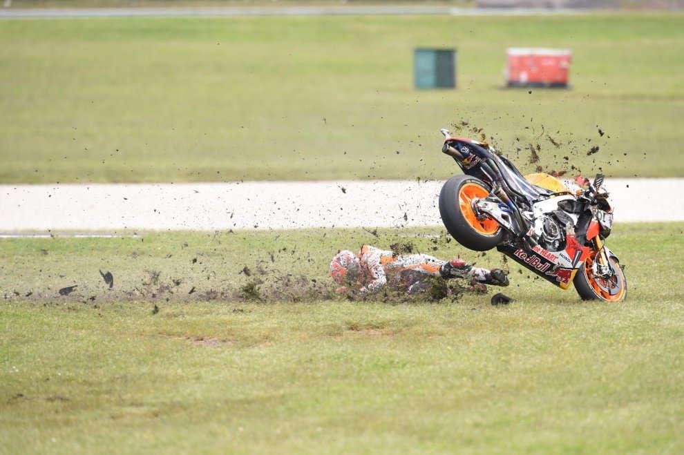La caduta di Marc Marquez in Australia, che gli è costata la vittoria (foto da: repubblica.it)