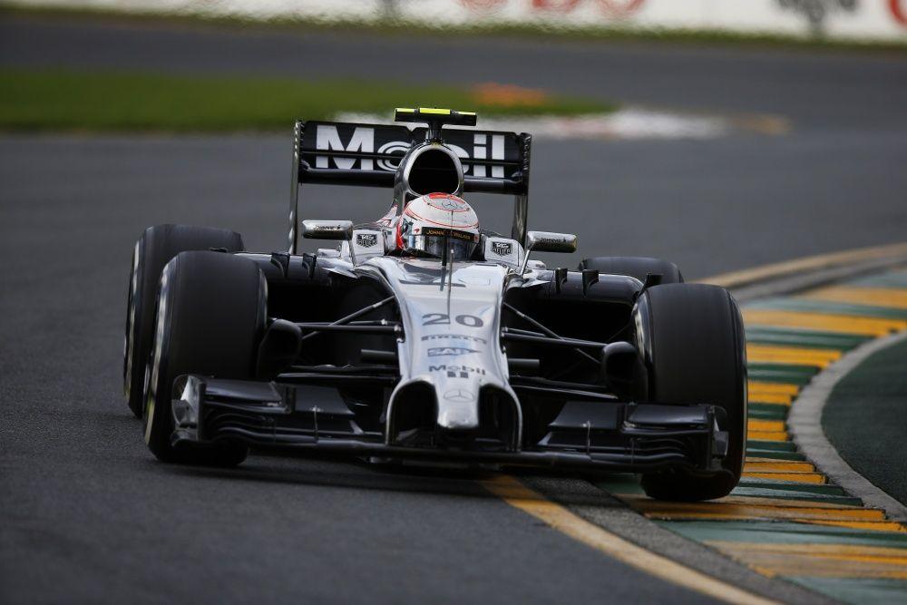 Kevin Magnussen durante la sua gara d'esordio in Australia, nel 2014. Con la squalifica di Ricciardo, riuscì ad agguantare un magnifico 2° posto (foto da: speedsport-magazine.com)