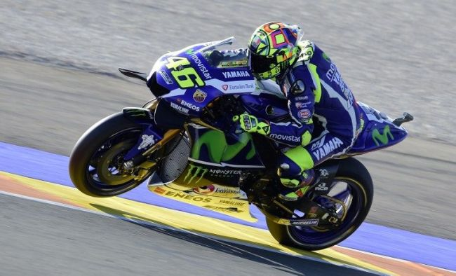 Yamaha Team's Italian rider Valentino Rossi   rides during the Moto GP  third Free practice session ahead of the Motul Comunidad Valenciana Grand Prix at the Ricardo Tormo racetrack in Cheste, on November 12, 2016. / AFP PHOTO / JOSE JORDAN
