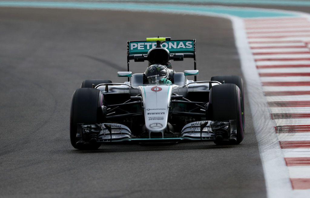 Obiettivo prima fila raggiunto per Nico Rosberg, pur se beccando 3 decimi da Hamilton (foto da: zimbio.com)