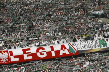 Legia Warszawa fans cheer before their team's Europa League group D soccer match against Napoli in Warsaw, Poland October 1, 2015.   REUTERS/Kacper Pempel