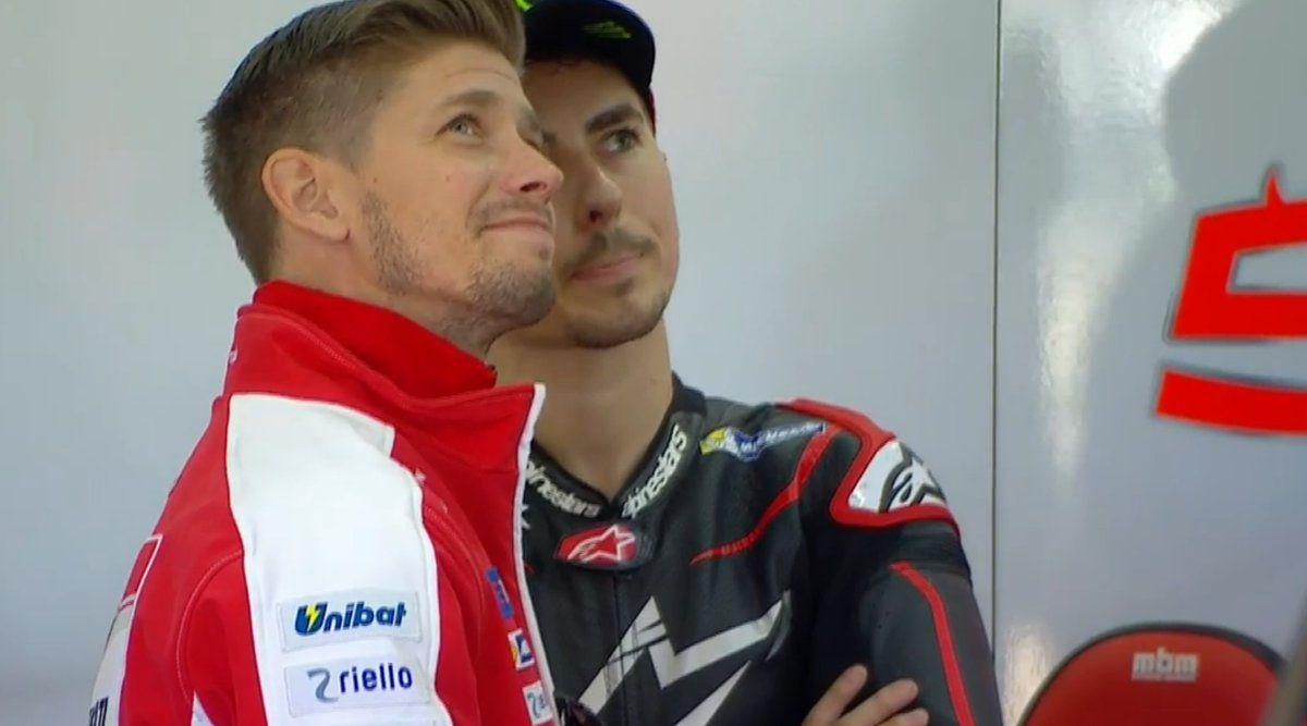 Casey Stoner e Jorge Lorenzo, fianco a fianco nel box Ducati durante i test di Valencia (foto da: veeoz.com)