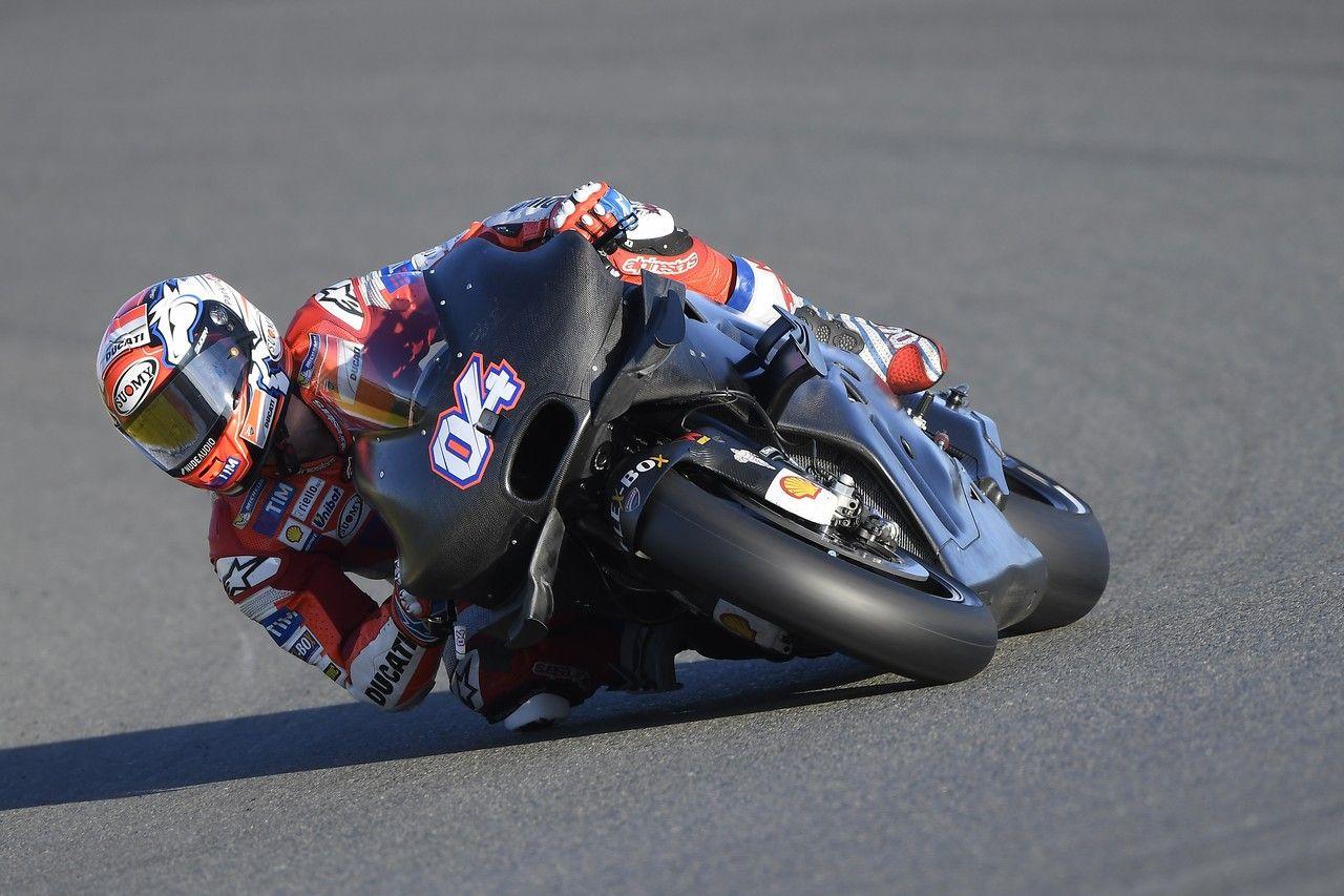 Andrea Dovizioso, al volante della nuova Desmosedici durante i test di Valencia (foto da: motoblog.it)