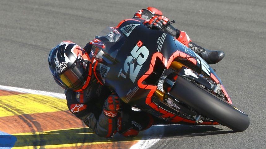 Al primo assaggio in pista con la Yamaha M1, Vinales ha realizzato il miglior tempo nei test in corso di svolgimento a Valencia (foto da: motociclismo.es)