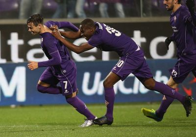 FLORENCE, ITALY - FEBRUARY 03:  Mauro Zarate of Fiorentina celebrates after scoring the winning goal during the Serie A match between ACF Fiorentina and Carpi FC at Stadio Artemio Franchi on February 3, 2016 in Florence, Italy.  (Photo by Maurizio Lagana/Getty Images)