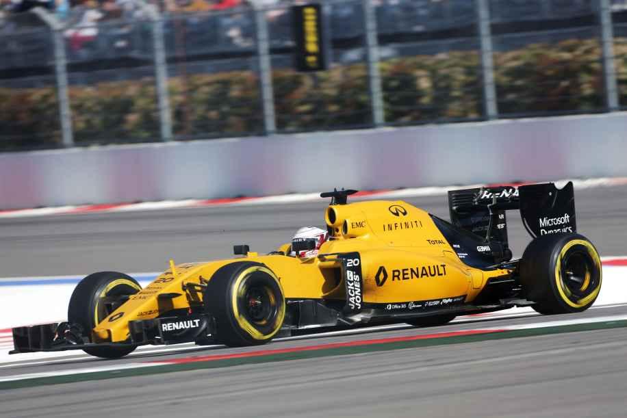 Annata con poche luci e molte ombre per la Renault (in foto Magnussen, a Sochi) (foto da: speed-magazine.de)