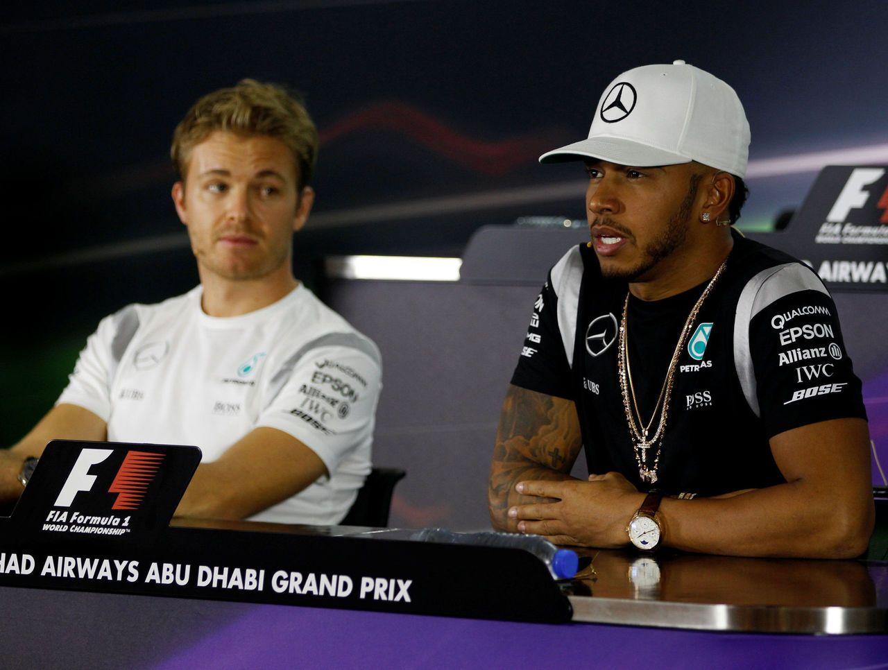 Hamilton e Rosberg, durante la conferenza stampa pre GP di Abu Dhabi 2016 (foto da: sportal.co.in)