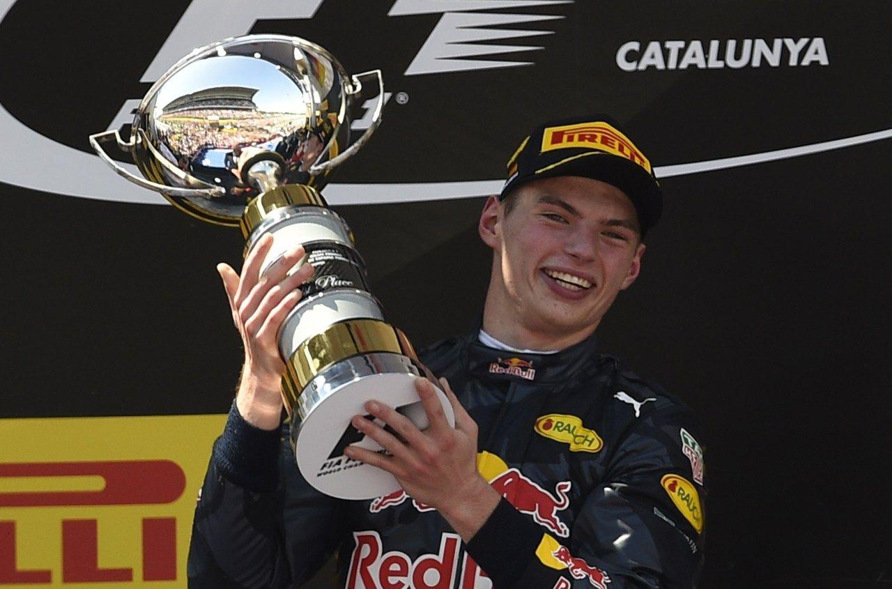 Barcellona 2016. Alla prima gara in Red Bull, Verstappen diventa il più giovane vincitore di sempre in Formula 1. Il prologo di una stagione vissuta sempre sotto i riflettori (foto da: corriere.it)