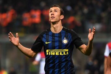 MILAN, ITALY - NOVEMBER 06:  Ivan Perisic of FC Internazionale celebrates his first goal during the Serie A match between FC Internazionale and FC Crotone at Stadio Giuseppe Meazza on November 6, 2016 in Milan, Italy.  (Photo by Pier Marco Tacca/Getty Images)