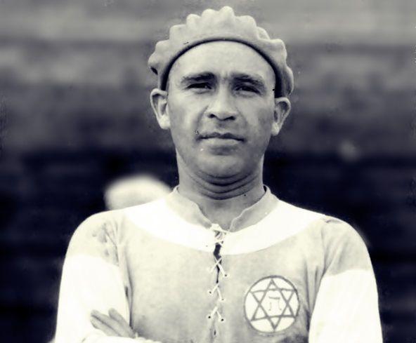 Guttmann da giovane, la stella di David sul petto della maglia dell'Hakoah Vienna.