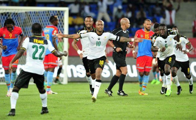 Andre Ayew esulta dopo aver realizzato il rigore decisivo, che porta il Ghana alle semifinali di Coppa d'Africa
